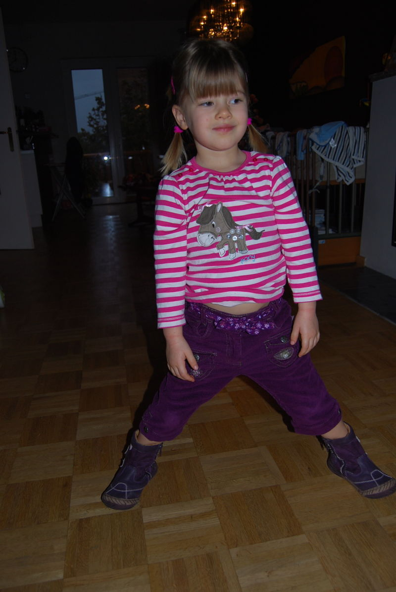 Cool Girl in lila Hose ohne Schreien!