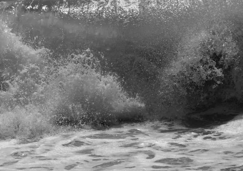 crashing waves at aliso beach