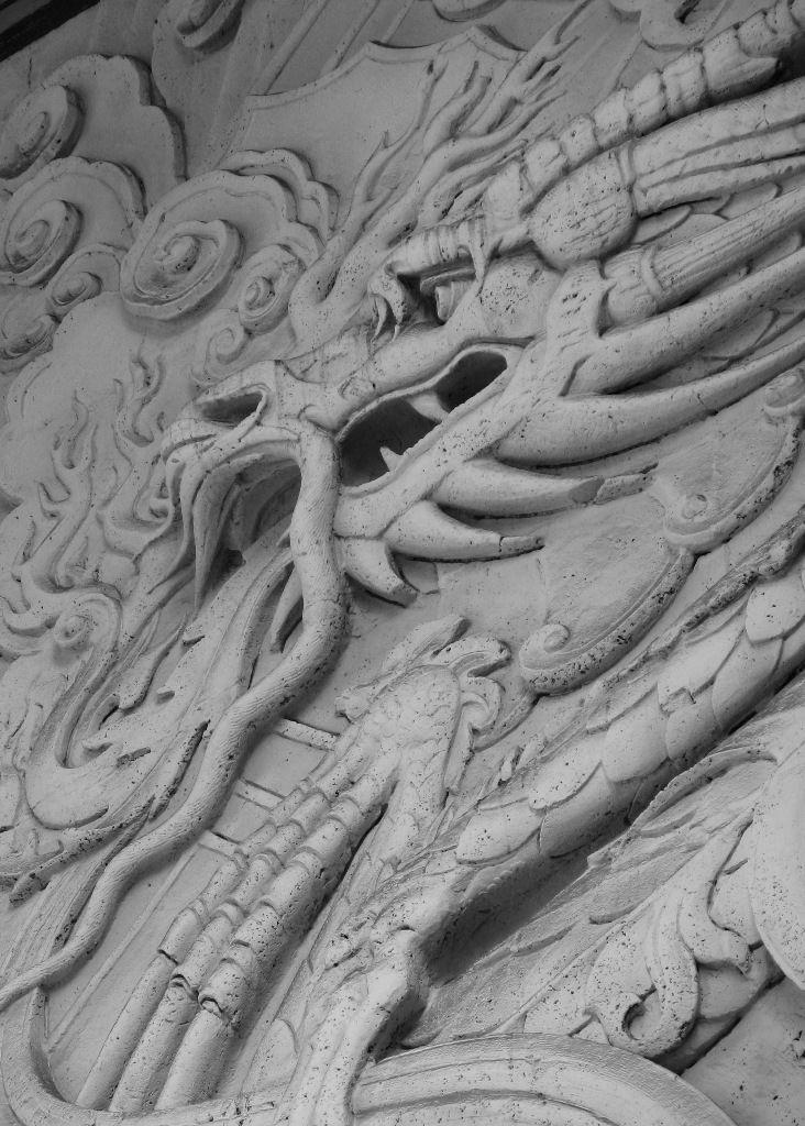 dragon sculpture Grauman's Chinese theater Hollywo