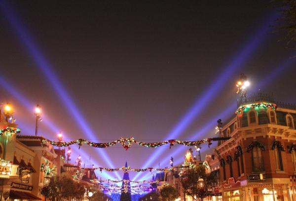 Disneyland Main St lights Christmas