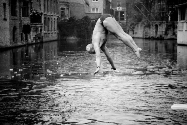 Ice swimming in Bruges (2)