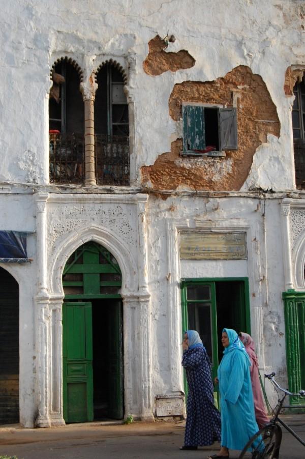 Women against a Rabat building