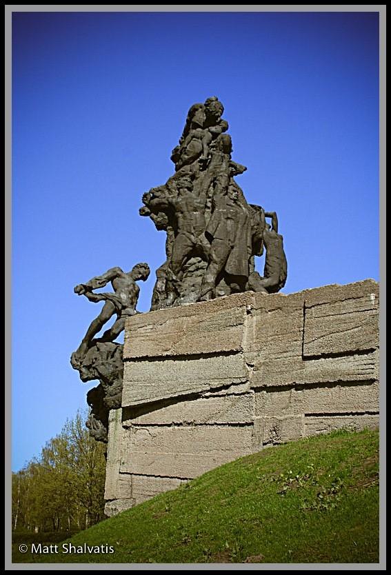 Memorial to Soviet Citizens killed at Babi Yar.