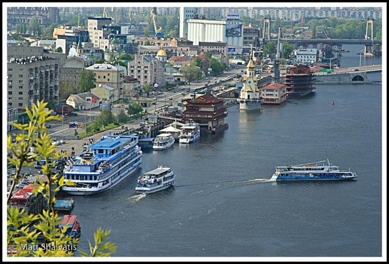 River traffic on the Dnepr