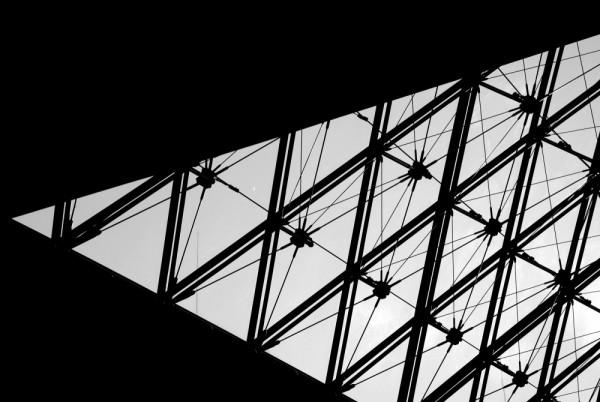 Détail de la Pyramide du Louvre - Paris
