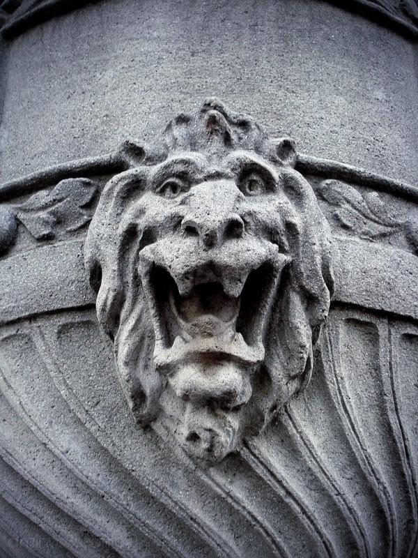 statue lion roar cup