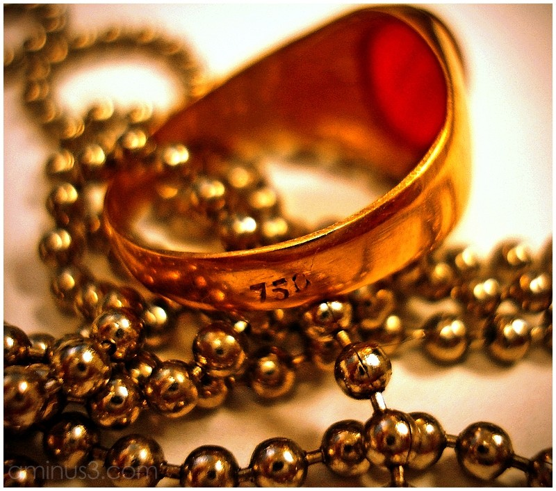 chain gold ring macro