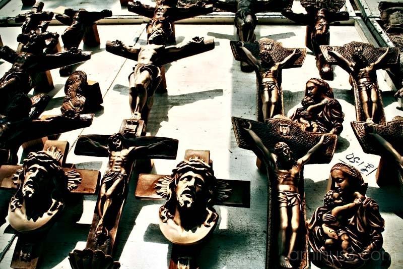 carved wood jesus christ figures