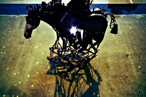 metal sculpture of horse in buen pastor cordoba