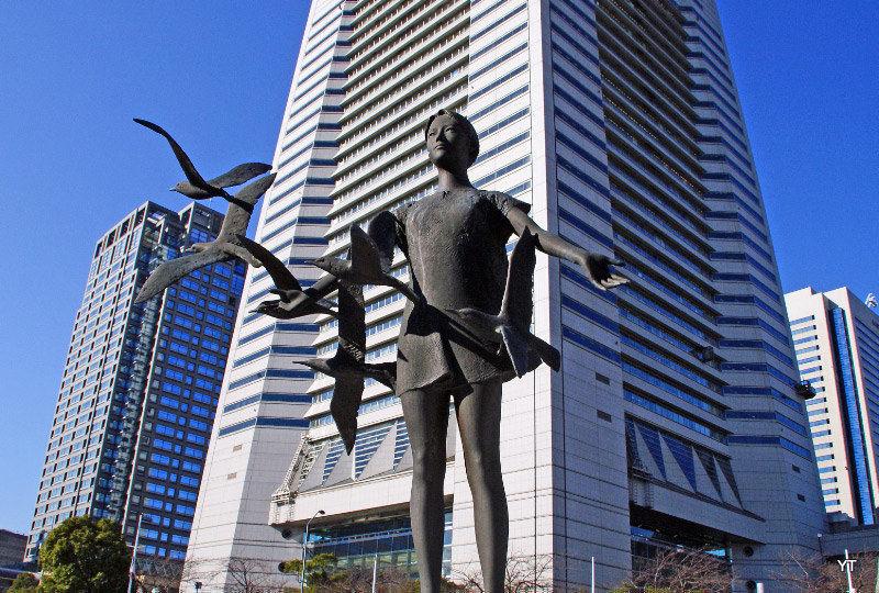 The girl with seagulls - a statue in Yokohama