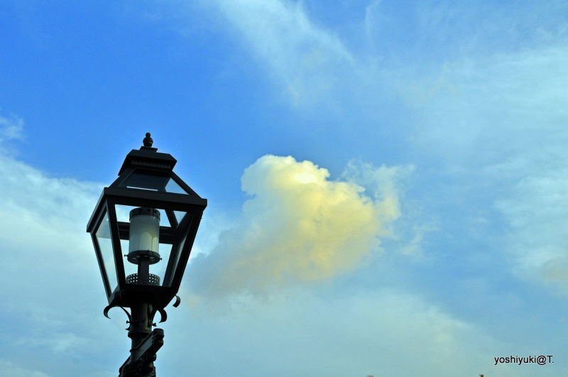 The Cloud and the Streetlamp