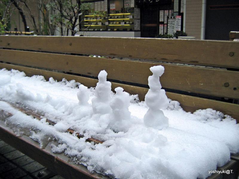 Snowmen on a bench,Wakabadai,Japan