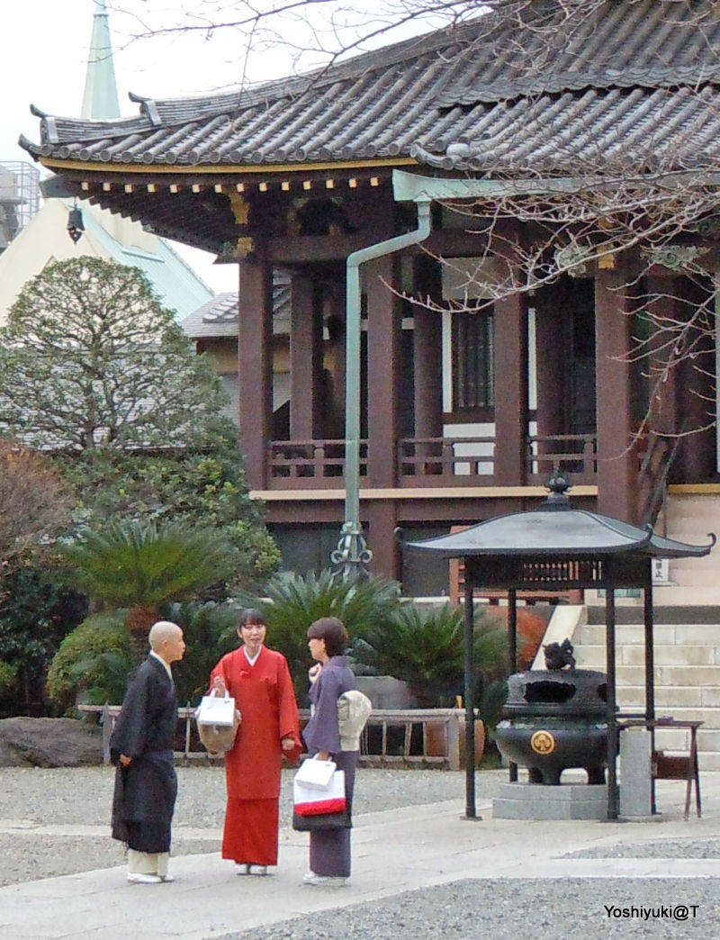 Meeting at the temple for a chat,Tokyo-Omotesando