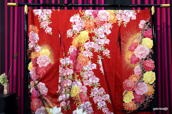 Details of flower-patterned kimono,Kariyazaki,2011