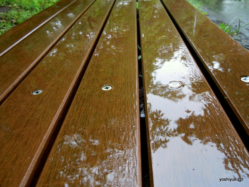 No place to sit, it rains in Kanagawa