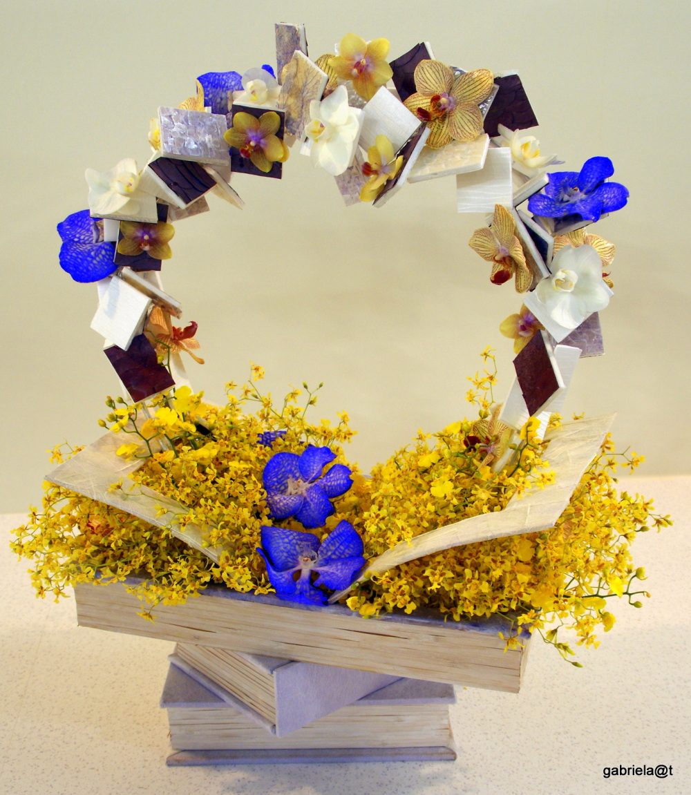 Foral arrangement with books