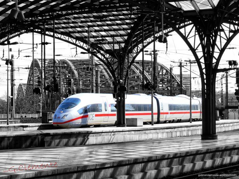 the train comes