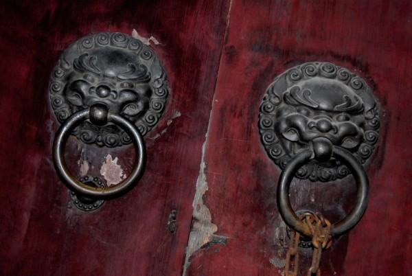 door handle Hangzhou Lingyin Buddhist Temple