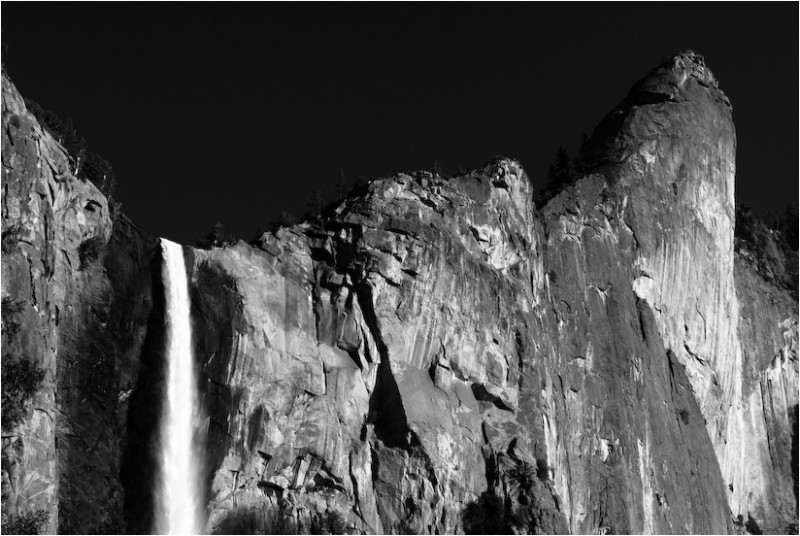 bridal veil fall yosemite valley california