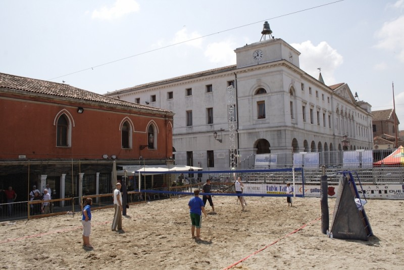 volley in the city