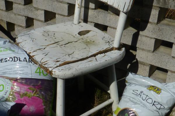The white chair - 1/2.
