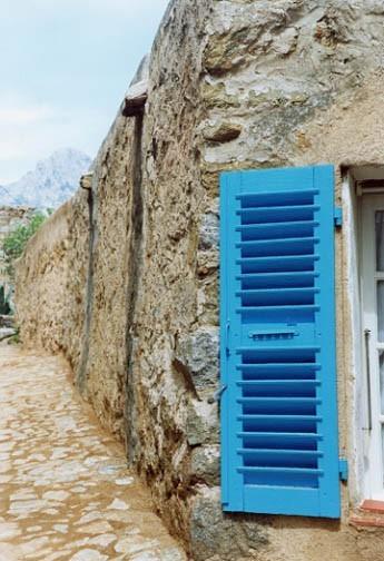 blue shutter in Corsica