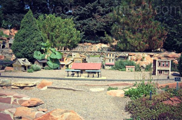 train, town, hudson gardens