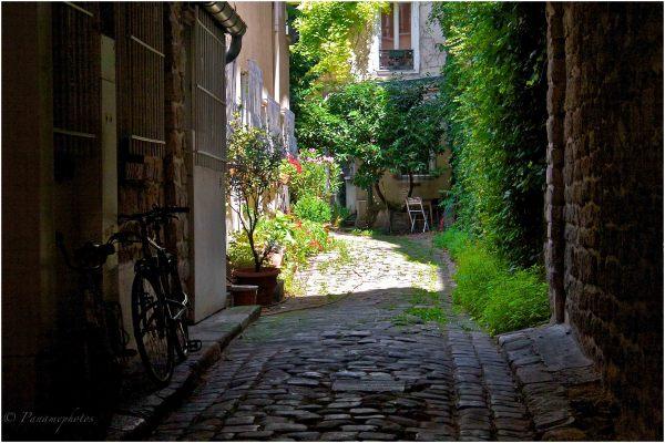 Un Dimanche à Paris .