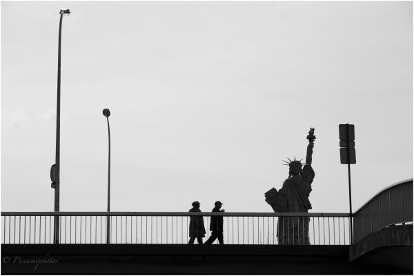 Derrière les barreaux ......... la Liberté