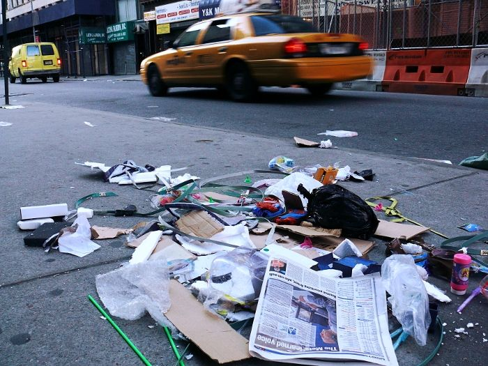 New York morning taxi building street