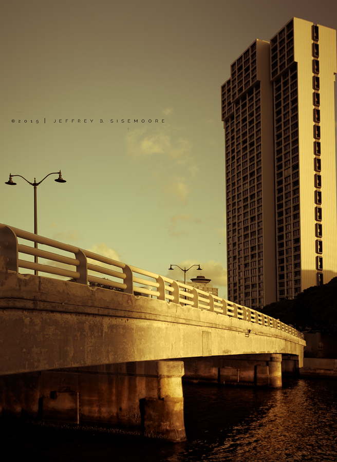 bridge over the ala wai canal