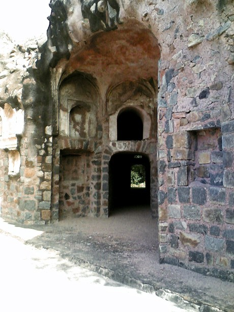 A nook in a Mughal Indian tomb (Image 10)