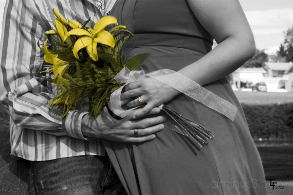 wedding flowers rings pregnant