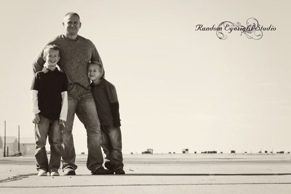 airport dad kids sons protrait family