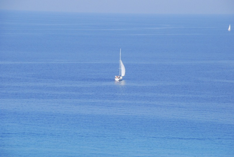 A boat in the middle of the blue sea