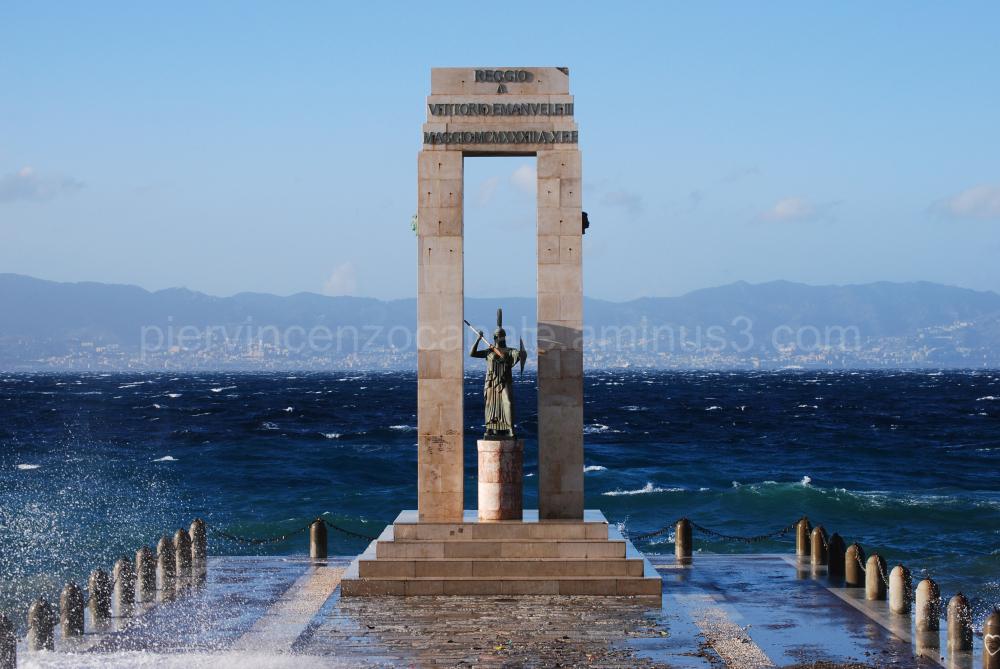 Un particolare del lungomare di Reggio Calabria