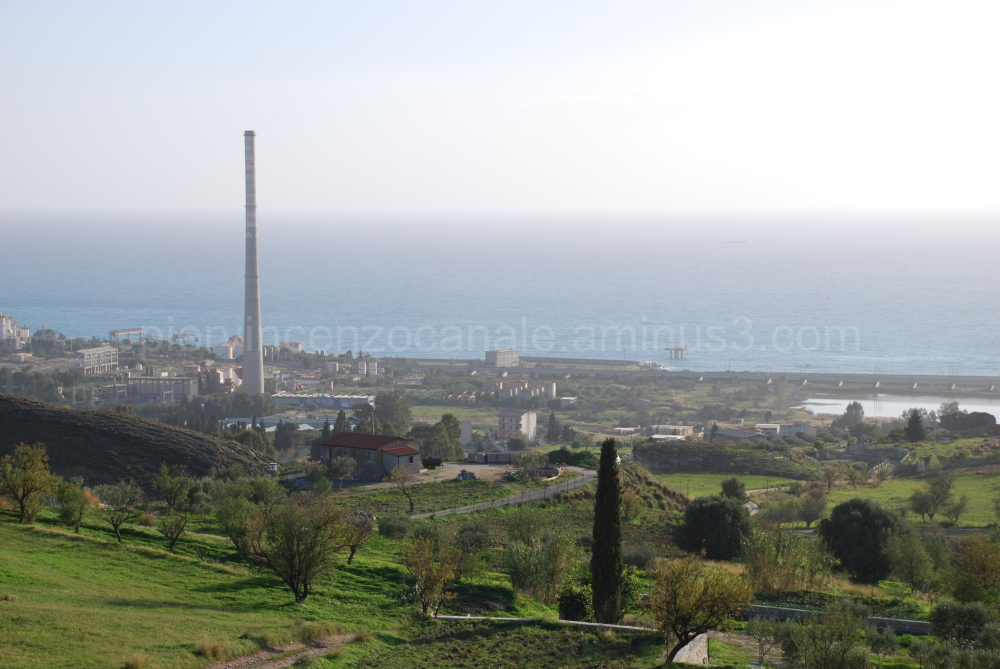 A panorama of the area around the industry.