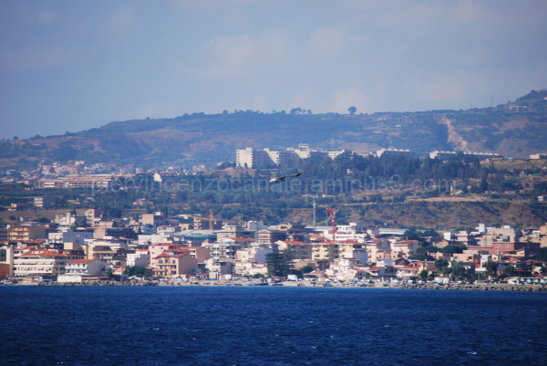 A view of Reggio Calabria from the sea and a bird