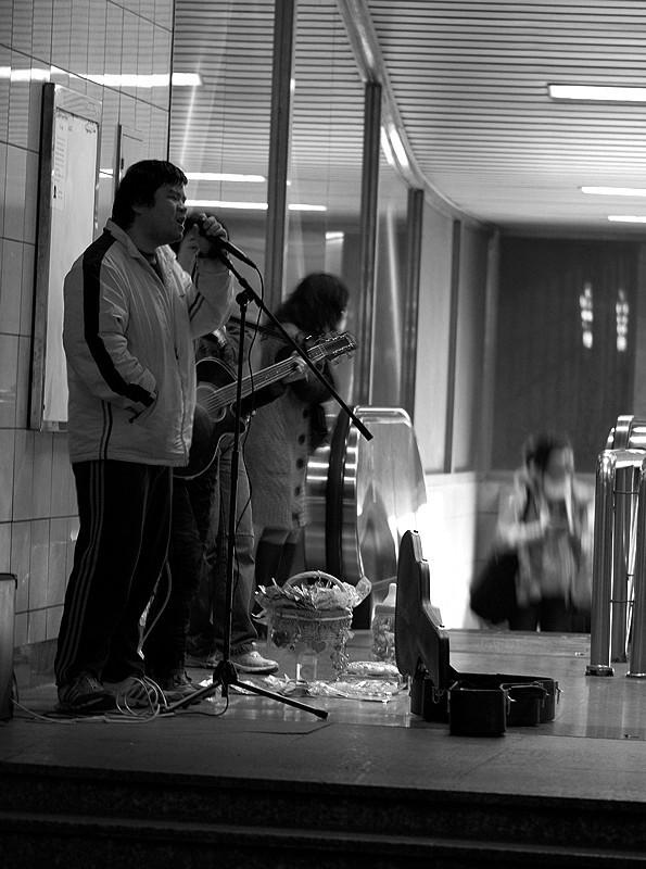 Subway singer