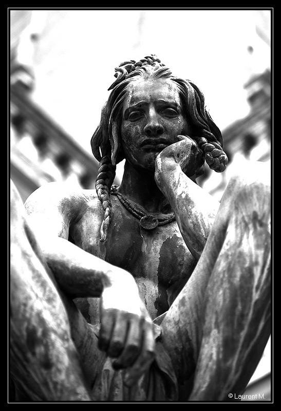 statut dans le jardin du Palais St Pierre à Lyon