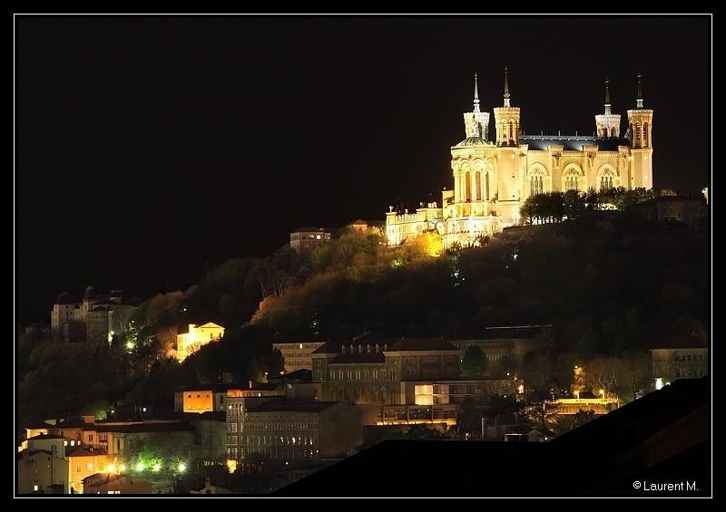 la colline de Fourvière la nuit à Lyon
