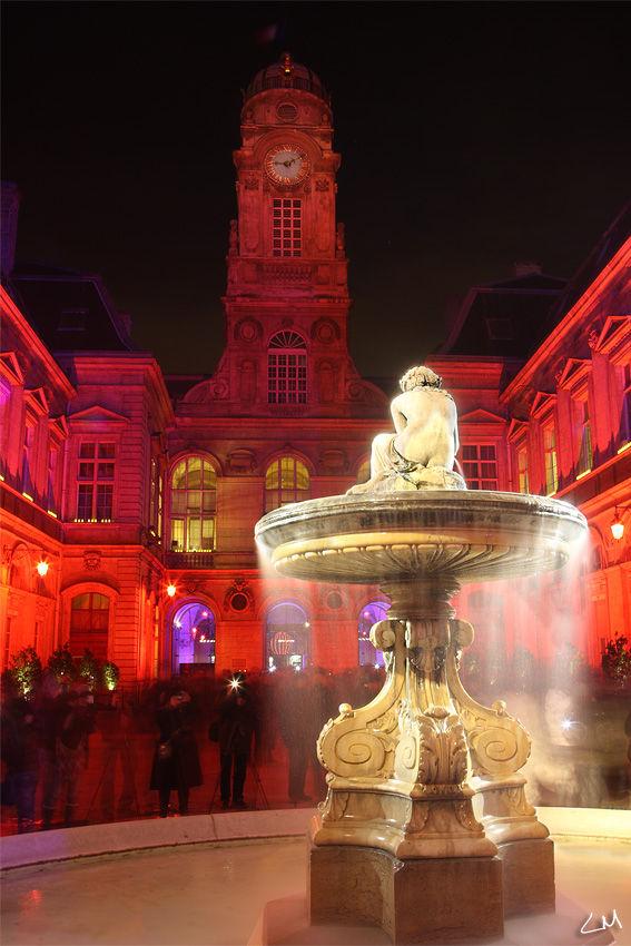 cours de l'hotel de ville de Lyon le 8 décembre