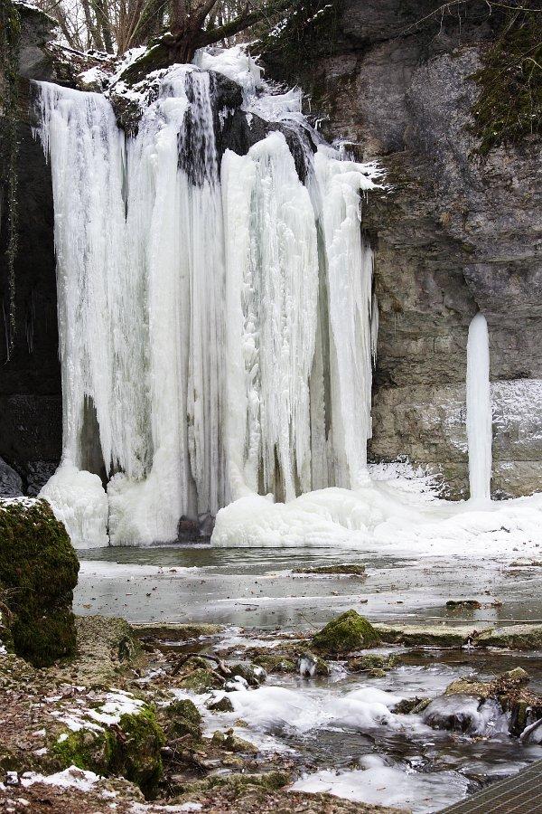 le cascade de chapieu prise par la glace