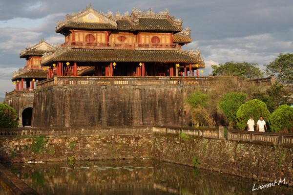 la porte du midi de la cité impériale à Hué