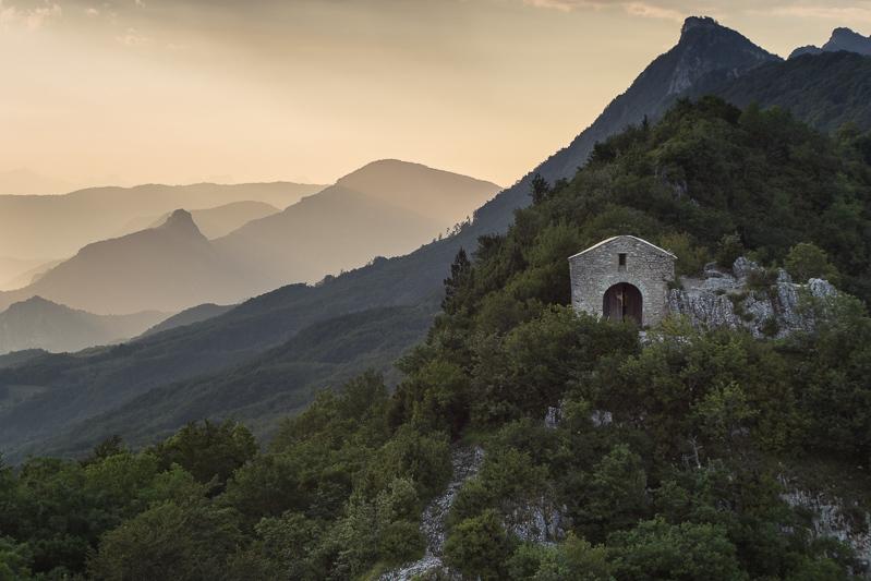 chapelle St Médard diois pentacon 50mm f1.8