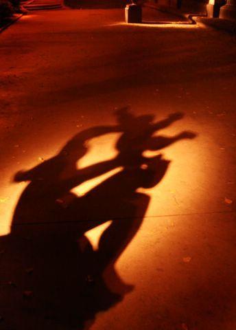 Jugando en las sombras