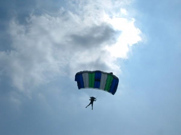 00136::Parachute