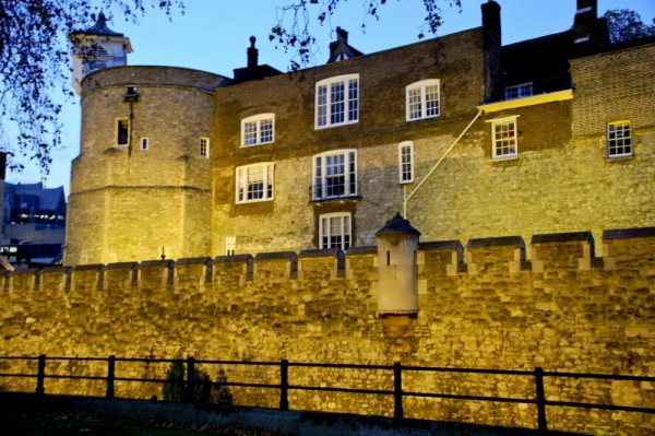 Tower of London aglow !