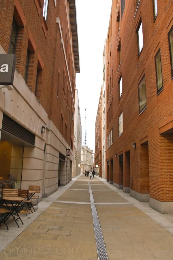 An Alley in London !