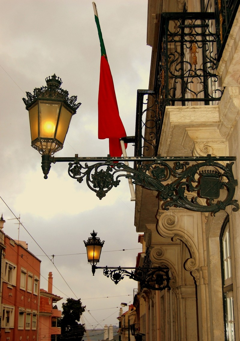 The lamps and the flag